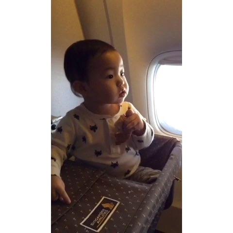 飞机上的面包 真好吃!