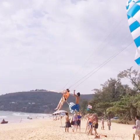 """来看看我拍的视频:""""普吉岛拖伞"""