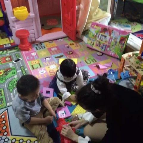 废纸箱手工制作小型娃娃屋